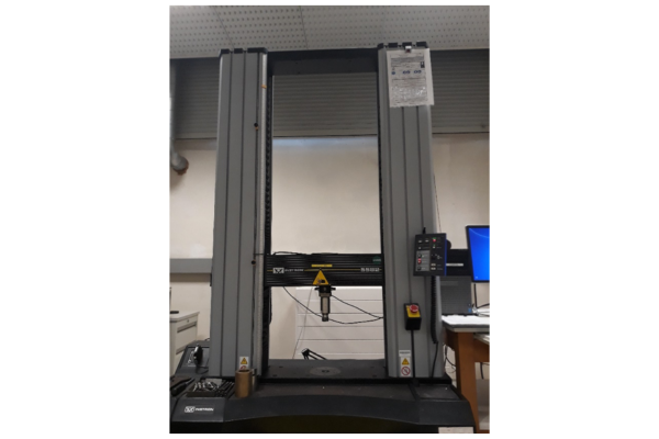 Tensile Instron machine model 5582